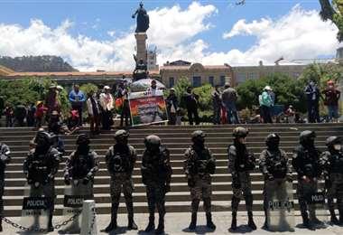 Tensión en la Plaza Murillo. APG Noticias