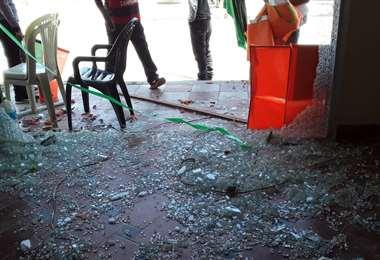 Puerta de la oficina de CC luego del ataque (Foto: CC)