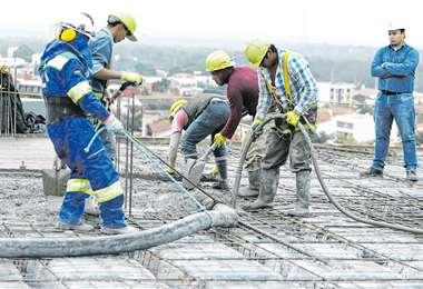 La construcción de poco retoma el ritmo de trabajo/Foto: EL DEBER