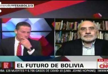 Carlos Mesa es entrevistado en CNN en español.