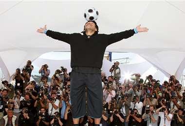 Maradona en 2008 durante una sesión fotográfica. Foto: AFP