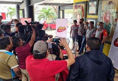 La prensa dio cobertura al lanzamiento de la campaña. Foto: Prensa Marquito Bulacia
