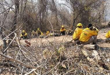 Todavía se sigue luchando contra los incendios en Santa Cruz.