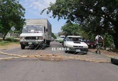 El bloqueo genera largas filas de vehículos | Foto: Juan Carlos Salinas