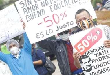Por la pandemia los padres exigían una reducción de sus pensiones/Foto: EL DEBER