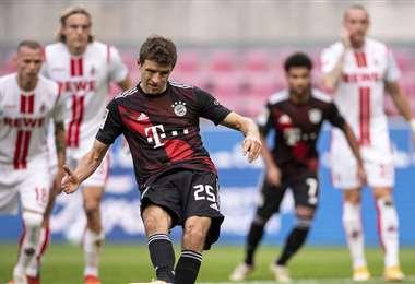 Thomas Müller anotó el primer gol del B. Múnich. Foto. AFP