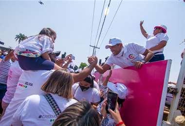 Luis Fernando Camacho en campaña este domingo
