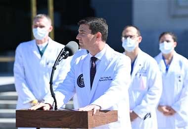 El jefe médico de la Casa Blanca, Sean Conley. Foto AFP