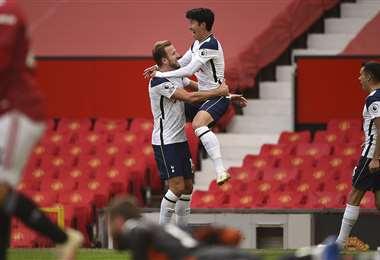 Son y Kane celebran la victoria eufóricamente. Foto: