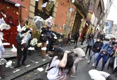 Agresiones de hoy en el TDJ de La Paz (Foto:APG Noticias)
