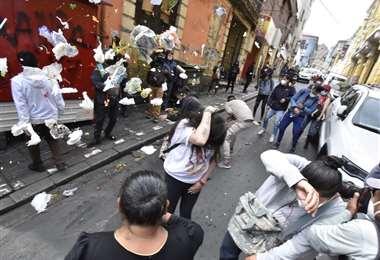 Hoy hubo enfrentamientos entre militantes del MAS y grupos contrarios. Foto: APG Noticias