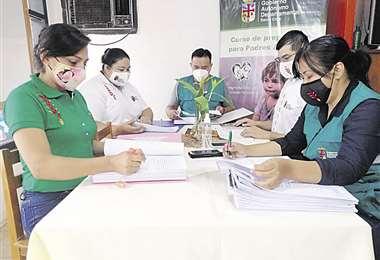 Los profesionales se encargan de la preparación de padres adoptivos