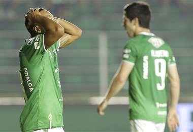 Los futbolistas son los más afectados con la crisis. Foto: EL DEBER