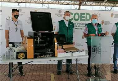 Gobernador presenta equipo Elisa donado para campaña Covid-19. Foto: H. Virgo