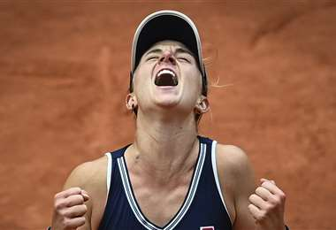 Nadia Podoroska celebrando su histórica victoria. Foto: AFP