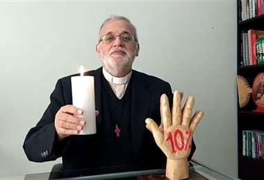 El Padre Mateo convocó a asistir portando una vela