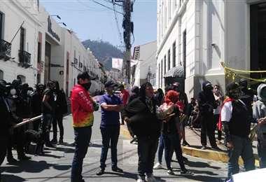 Los jóvenes se manifestaron en puertas de la Fiscalía