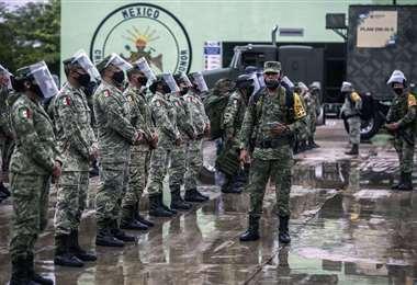 Soldados mexicanos listos para labores de contingencia y rescate. Foto AFP