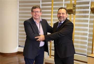 Aponte (der) agradece la confianza al ministro Quiroga.