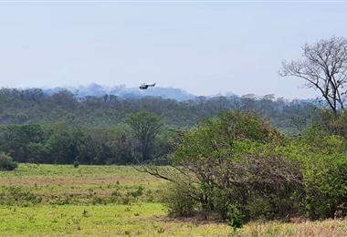 El helicóptero de la empresa Heliamérica sobrevoló Cabezas. Foto. Heliamérica