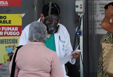 Hospitales de Santa Cruz continúan recibiendo pacientes con Covid-19. Foto. Hernán Virgo