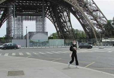 Francia decretó el cierre de diversos espacios públicos