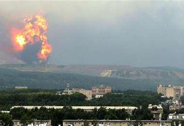 Las columnas de llamas y humo se observan a gran distancia