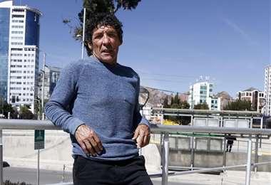 Carlos Borja, de 59 años, siempre está al pendiente de la selección.
