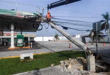 Destrozos al paso de Delta por Cancún. Foto AFP