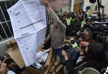 Material electoral encontrado en las calles I APG.