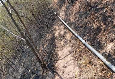 Parte de la cañería de agua dañada por el fuego (Alcaldía de Samaipata)