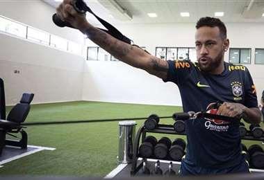 Neymar está listo para salir al campo de juego. Foto: Internet