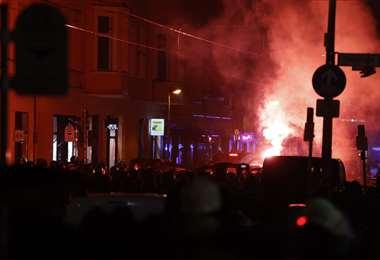 La policía tuvo que intervenir la protesta. Foto AFP