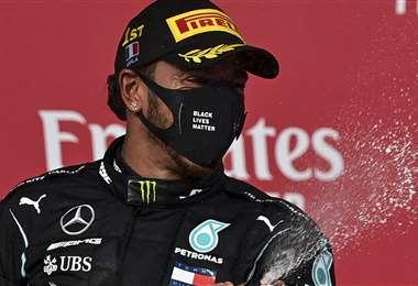 Hamilton celebrando su victoria. Foto: AFP