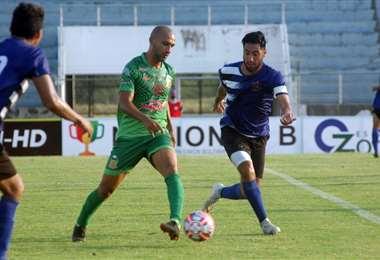 Gonzaga (de verde) fue la figura al marcar los tres goles. Foto: J. Toledo