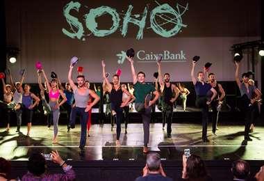 Antonio Banderas se sube a un escenario de teatro y ensaya el musical Company