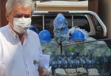 Llevan ayuda a bomberos de Camiri