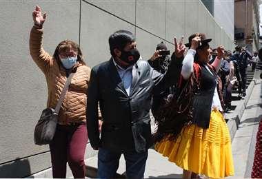 La agresión contra Quispe fue ayer, en la Plaza Murillo. Foto: Internet