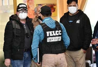 Policías de la FELCC hacen guardia en el hotel Europa. Esperan a Rodríguez. Foto: APG