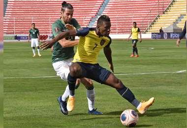 Una de las jugadas del partido. Foto: AFP