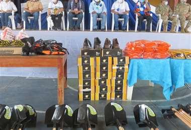 Defensa Civil entrega herramientas para extinción de incendios