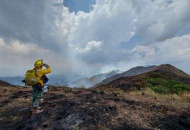 Las lluvias aliviaron la labor de los bomberos