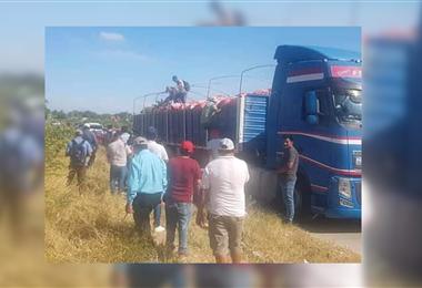 Productores controlan a los camiones que ingresan con papas a Santa Cruz