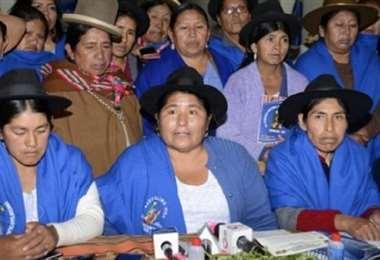 Segundina Flores (centro) será posesionada en las próximas horas. Archivo