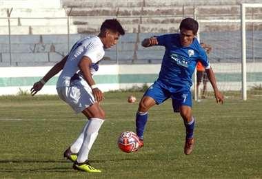 Ferroviario (de azul) logró un triunfo valioso ante Satélite Norte FC. Foto: Jimena Toledo