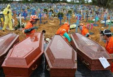Crece la cifra de muertos por covid. Foto AFP