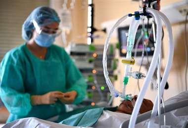 Los médicos siguen luchando contra el virus/Foto: AFP