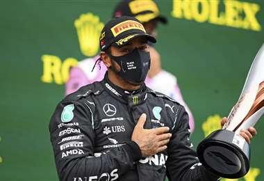 Lewis Hamilton agradece por el apoyo, tras su logro. Foto: AFP