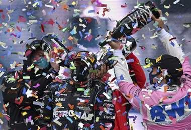 Lewis Hamilton celebrando su victoria. Foto: AFP