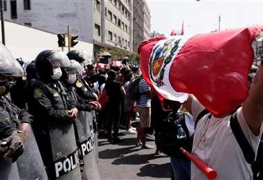 Jóvenes celebran la renuncia a la presidencia de Manuel Merino. Foto: Internet